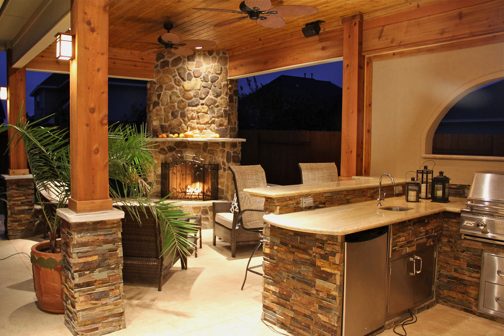 Outdoor Kitchens: Turning Gourmet Grilling Into Entertainment