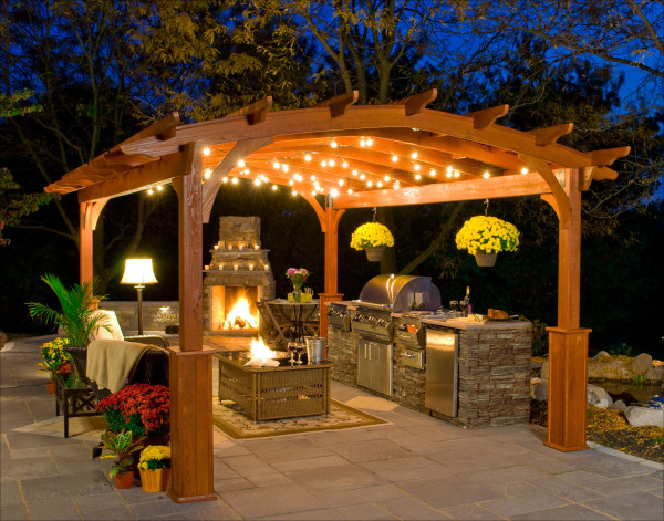 & outdoor-kitchen-with-fireplace-ideas-600x471 - quinju.com